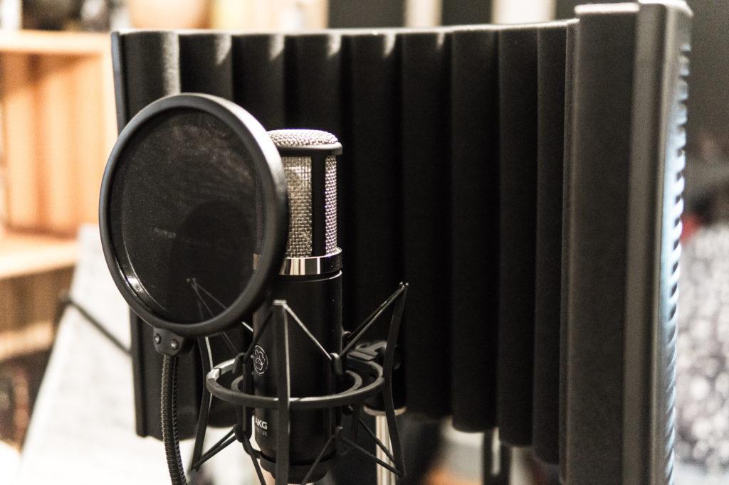 Mit einem neuen Song im Studio …